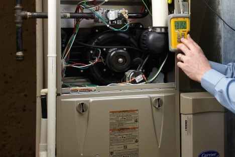 An image of a Neerings' HVAC technician performing service.